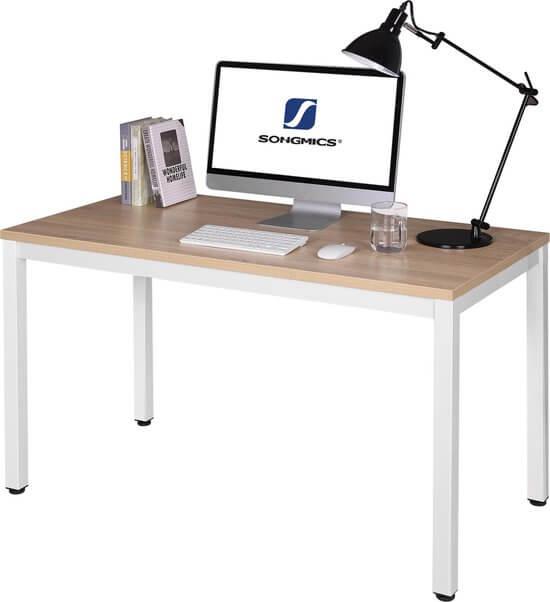 De eikenhouten computertafel van Vasalage.