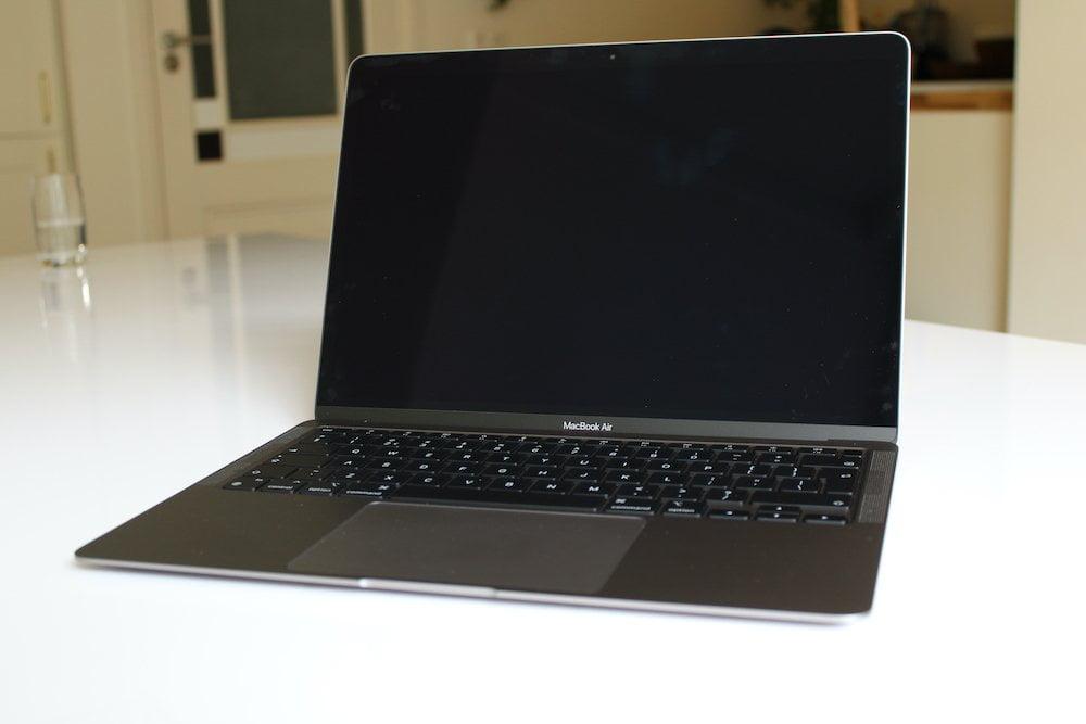 MacBook Air M1 - open